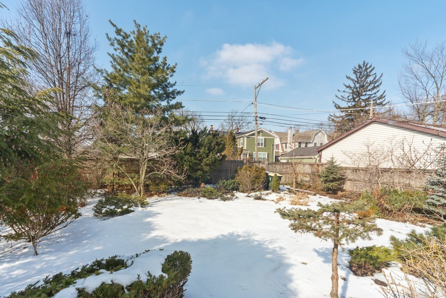 Real Estate Photography - 1014 S Chester, Park Ridge, IL, 60068 - Side Yard