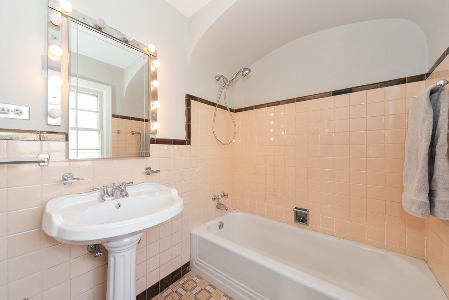 Real Estate Photography - 1014 S Chester, Park Ridge, IL, 60068 - 2nd Bathroom