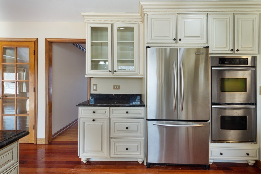 Real Estate Photography - 3015 Woods Creek Lane, Algonquin, IL, 60102 - Kitchen