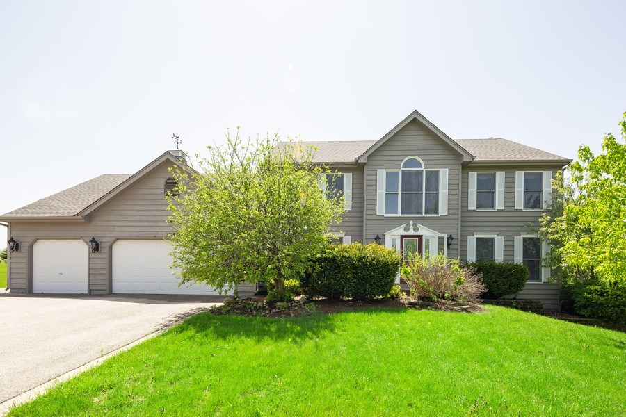 Real Estate Photography - 3015 Woods Creek Lane, Algonquin, IL, 60102 - Front View