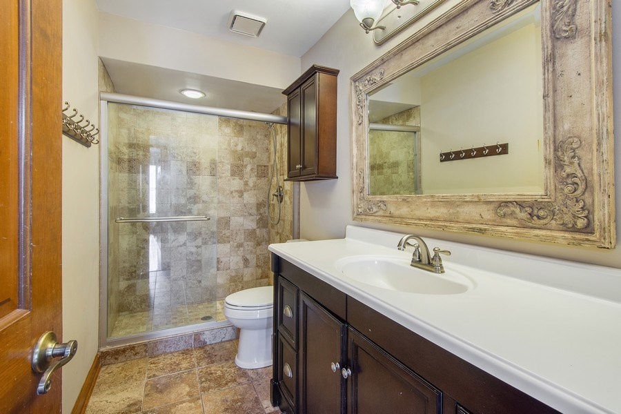 Real Estate Photography - 3015 Woods Creek Lane, Algonquin, IL, 60102 - 2nd Bathroom