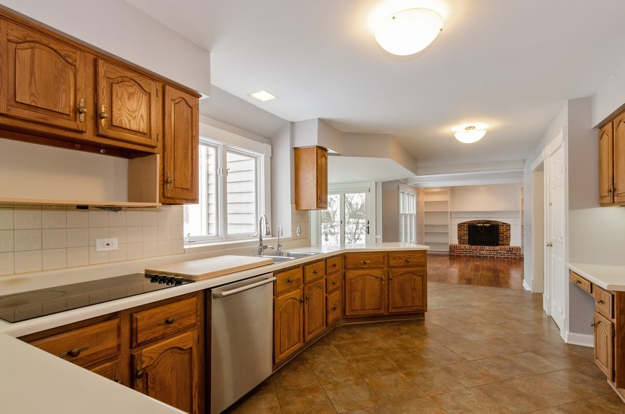 Real Estate Photography - 20587 Swansway, Deer Park, IL, 60010 - Kitchen