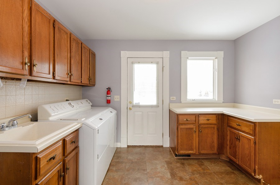 Real Estate Photography - 20587 Swansway, Deer Park, IL, 60010 - Laundry Room