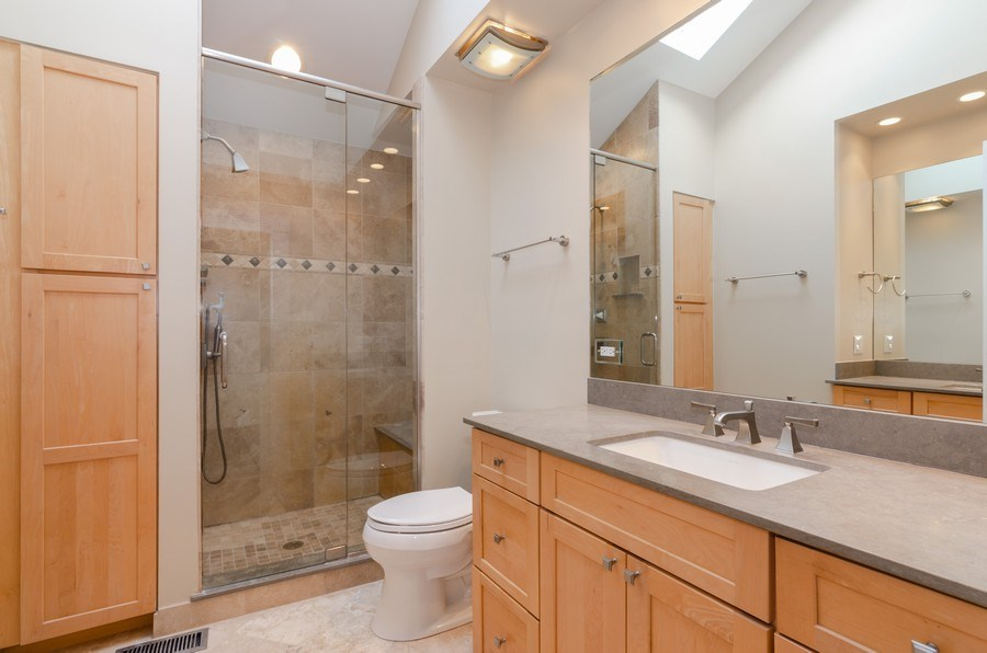 Real Estate Photography - 20587 Swansway, Deer Park, IL, 60010 - 2nd Bathroom