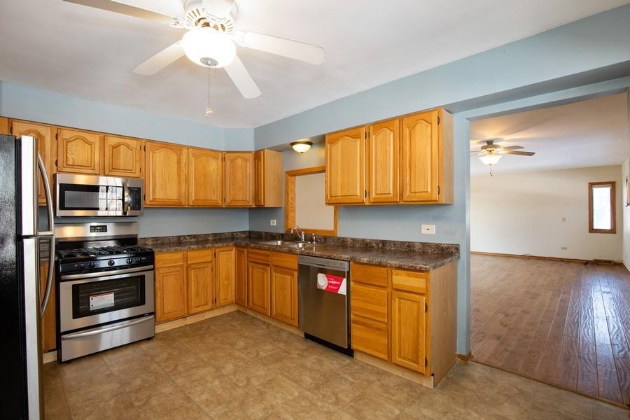 Real Estate Photography - 2510 Carmel Blvd., Zion, IL, 60099 - Kitchen