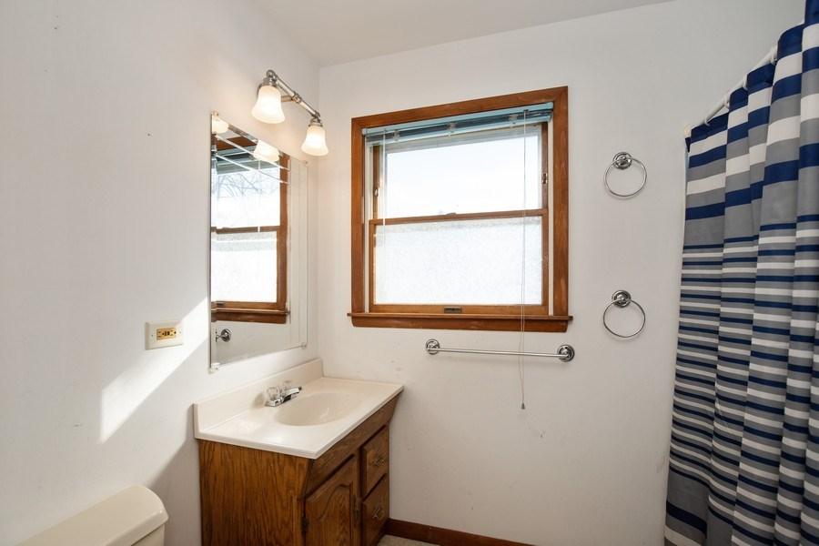 Real Estate Photography - 2510 Carmel Blvd., Zion, IL, 60099 - Bathroom