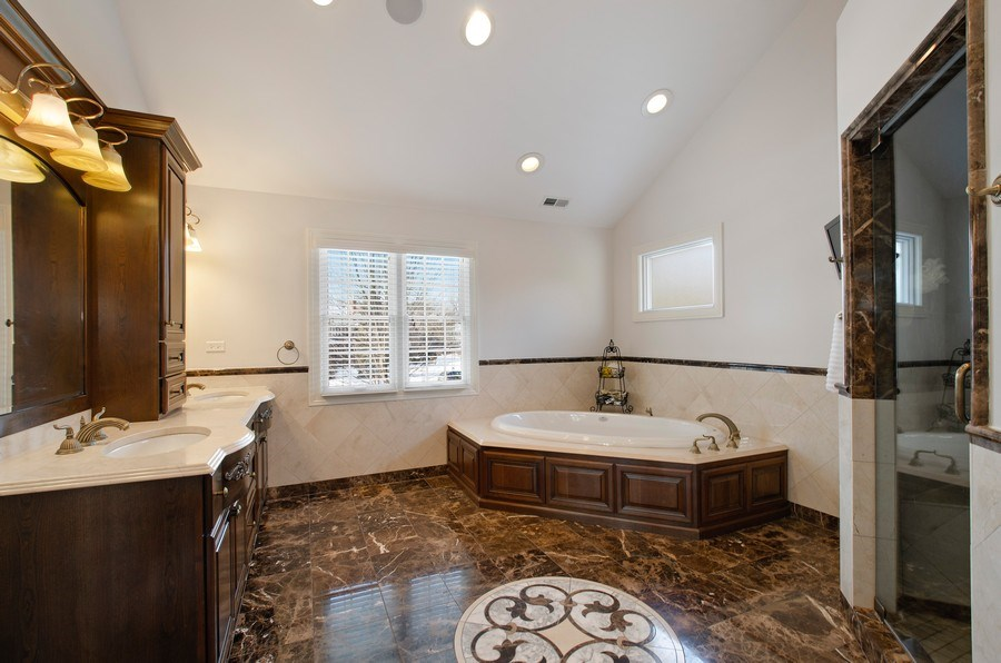Real Estate Photography - 2800 Romona Court, Wilmette, IL, 60091 - Master Bathroom