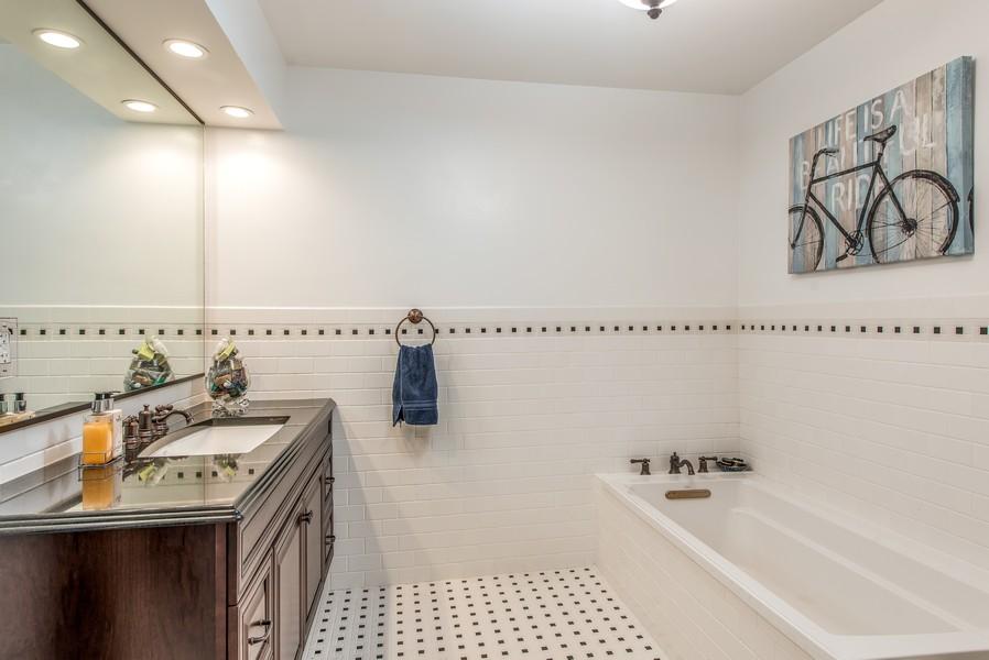 Real Estate Photography - 2800 Romona Court, Wilmette, IL, 60091 - Full Bath: Bedroom 2