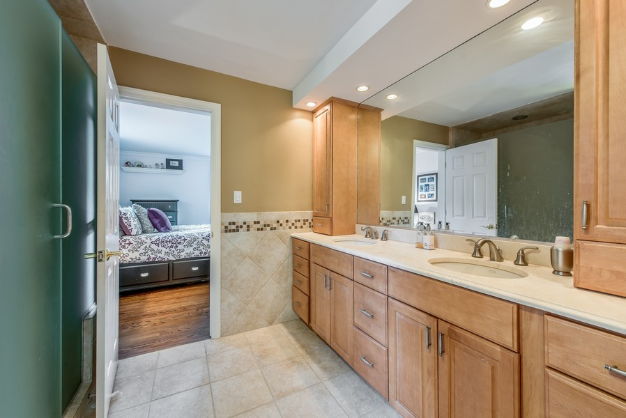 Real Estate Photography - 2800 Romona Court, Wilmette, IL, 60091 - Full Bath: Jack and Jill for Beds 3 and 4