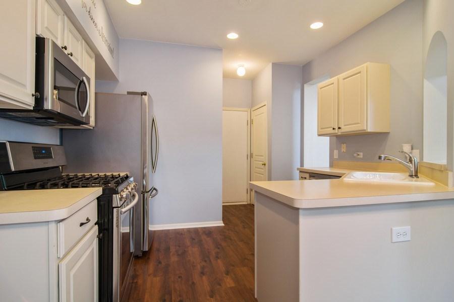 Real Estate Photography - 947 Mesa Dr, Elgin, IL, 60123 - Kitchen
