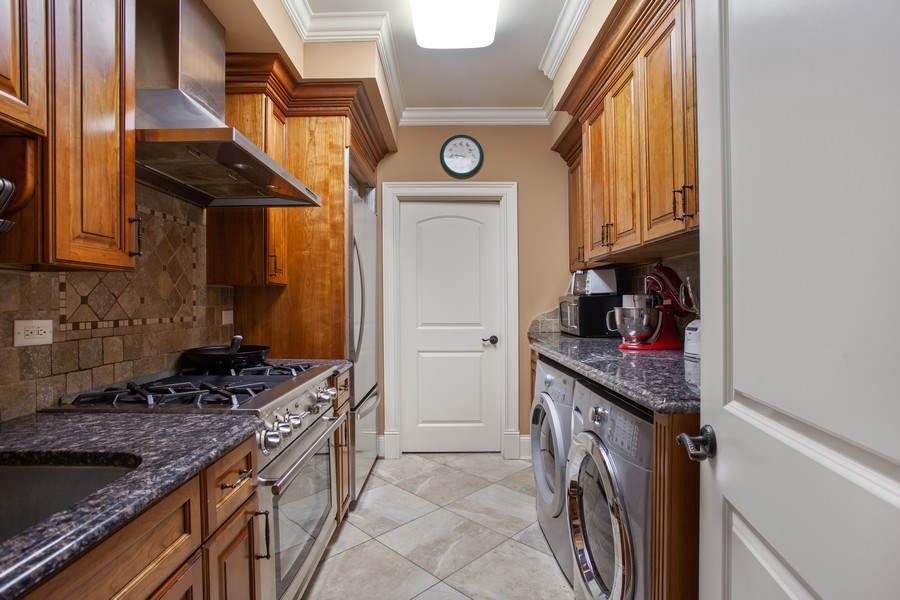 Real Estate Photography - 314 Felicia Ct, Bloomingdale, IL, 60108 - Laundry Room