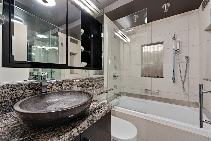 Real Estate Photography - 1310 N Ritchie Ct, 15B, Chicago, IL, 60610 - 2nd Bathroom