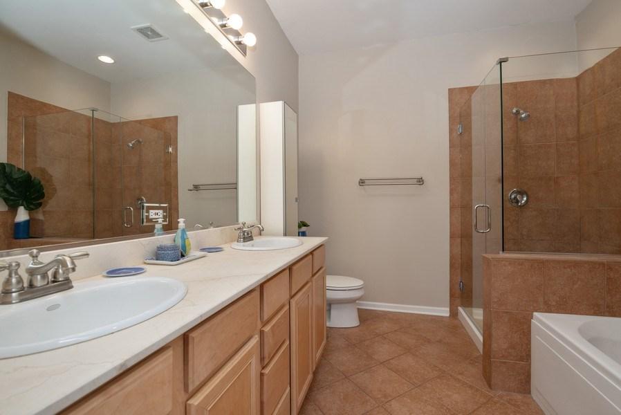 Real Estate Photography - 1025 W Buena Ave, Unit 2E, Chicago, IL, 60613 - Master Bathroom
