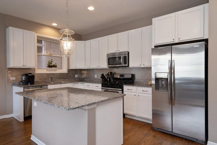Real Estate Photography - 1025 W Buena Ave, Unit 2E, Chicago, IL, 60613 - Kitchen