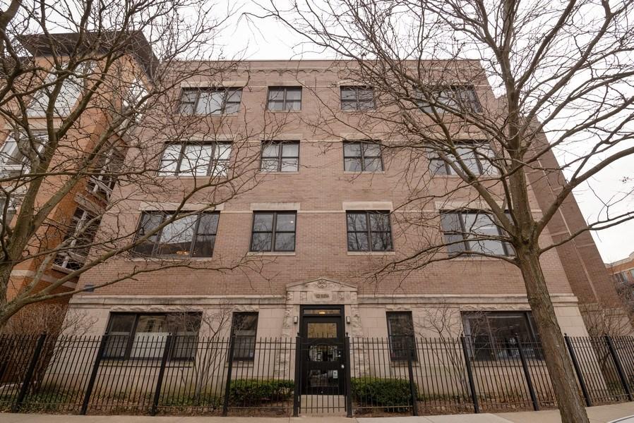 Real Estate Photography - 1025 W Buena Ave, Unit 2E, Chicago, IL, 60613 - Front View