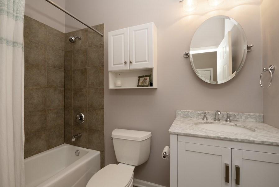 Real Estate Photography - 1025 W Buena Ave, Unit 2E, Chicago, IL, 60613 - 2nd Bathroom