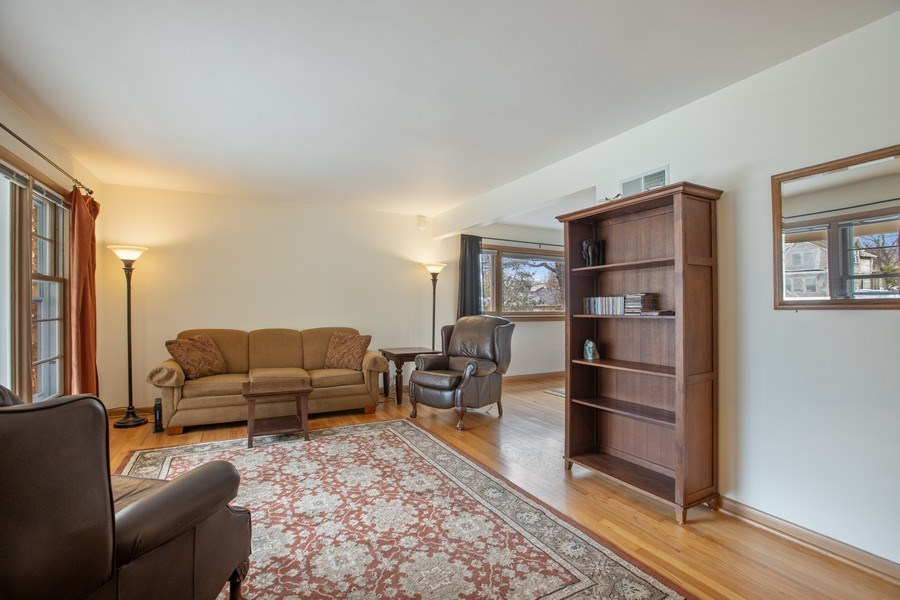 Real Estate Photography - 2132 Lake Ave., Wilmette, IL, 60091 - Living Room