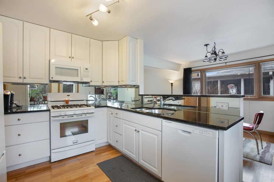 Real Estate Photography - 2132 Lake Ave., Wilmette, IL, 60091 - Kitchen