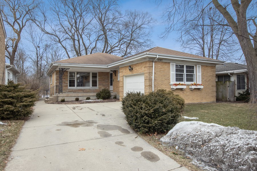 Real Estate Photography - 2132 Lake Ave., Wilmette, IL, 60091 - Front View
