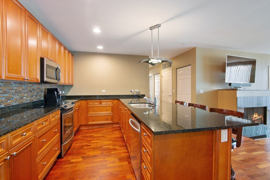 Real Estate Photography - 1720 Oak Avenue, Unit 502, Evanston, IL, 60201 - Kitchen