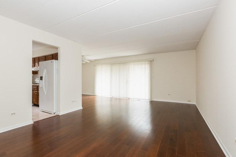 Real Estate Photography - 12 Algonquin Dr., Unit 2, Indian Head Park, IL, 60525 - Living Room