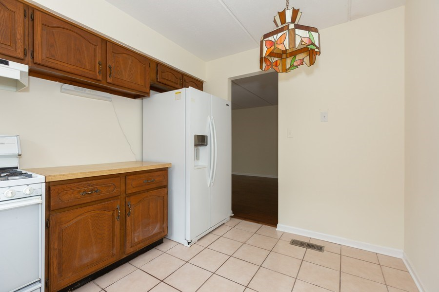 Real Estate Photography - 12 Algonquin Dr., Unit 2, Indian Head Park, IL, 60525 - Kitchen (alternate view)