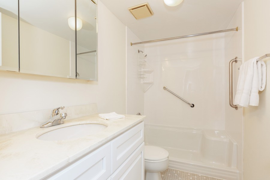 Real Estate Photography - 12 Algonquin Dr., Unit 2, Indian Head Park, IL, 60525 - Bathroom 2