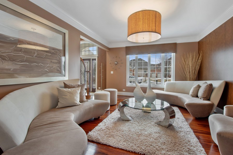 Real Estate Photography - 600 Sutherland Ct., Inverness, IL, 60010 - Living Room