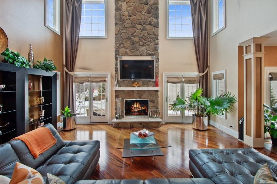Real Estate Photography - 600 Sutherland Ct., Inverness, IL, 60010 - Family Room
