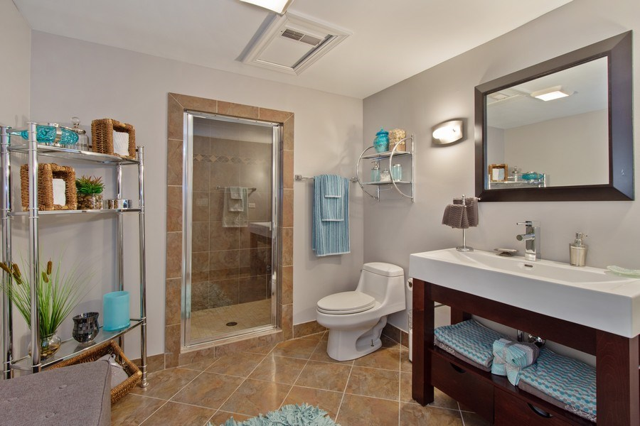Real Estate Photography - 600 Sutherland Ct., Inverness, IL, 60010 - Bathroom