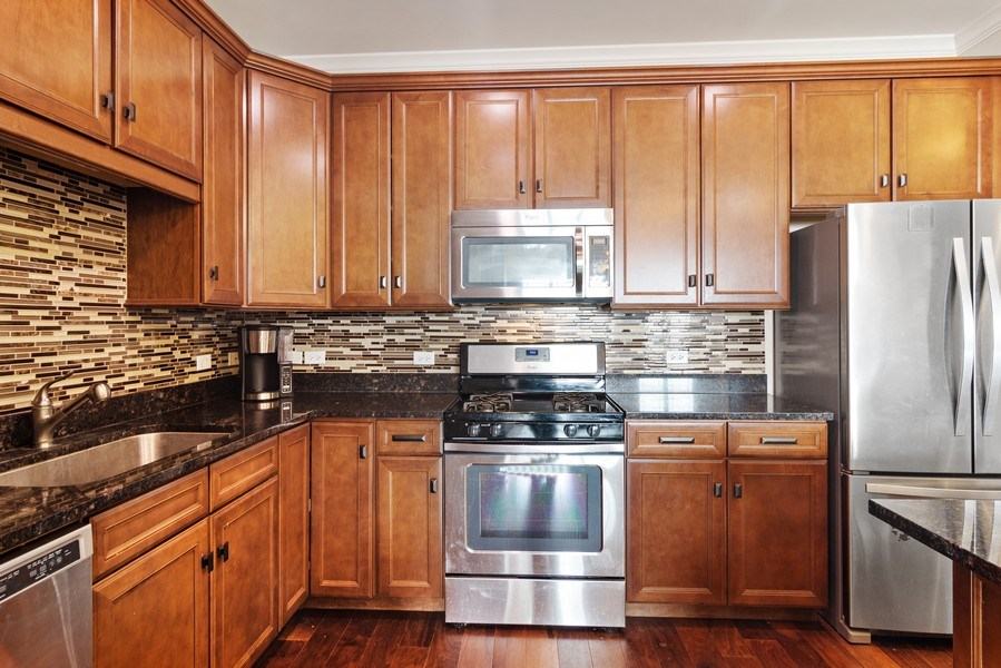 Real Estate Photography - 100 Prairie Park, Unit 612, Wheeling, IL, 60090 - Kitchen