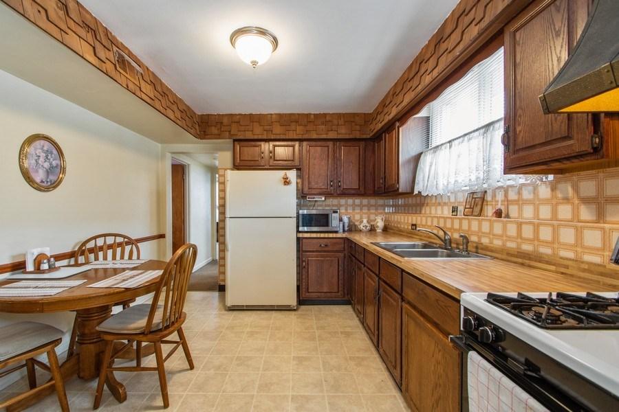Real Estate Photography - 10049 South California Avenue, Chicago, IL, 60655 - Kitchen