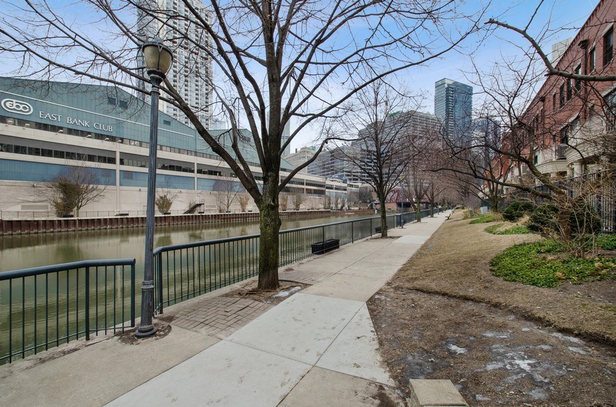 Real Estate Photography - 457 N Canal St, Chicago, IL, 60654 - River View