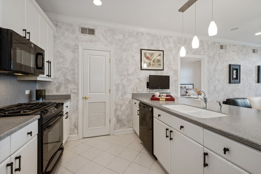 Real Estate Photography - 115 Prairie Park Dr #205, Wheeling, IL, 60090 - Kitchen