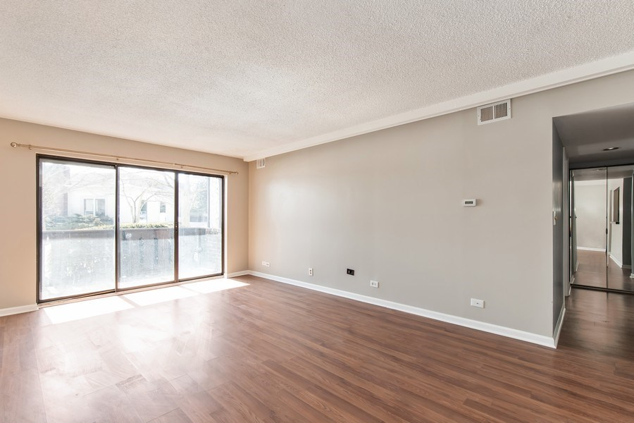 Real Estate Photography - 13200 W. Heiden Circle #2102, Lake Bluff, IL, 60044 - Family Room