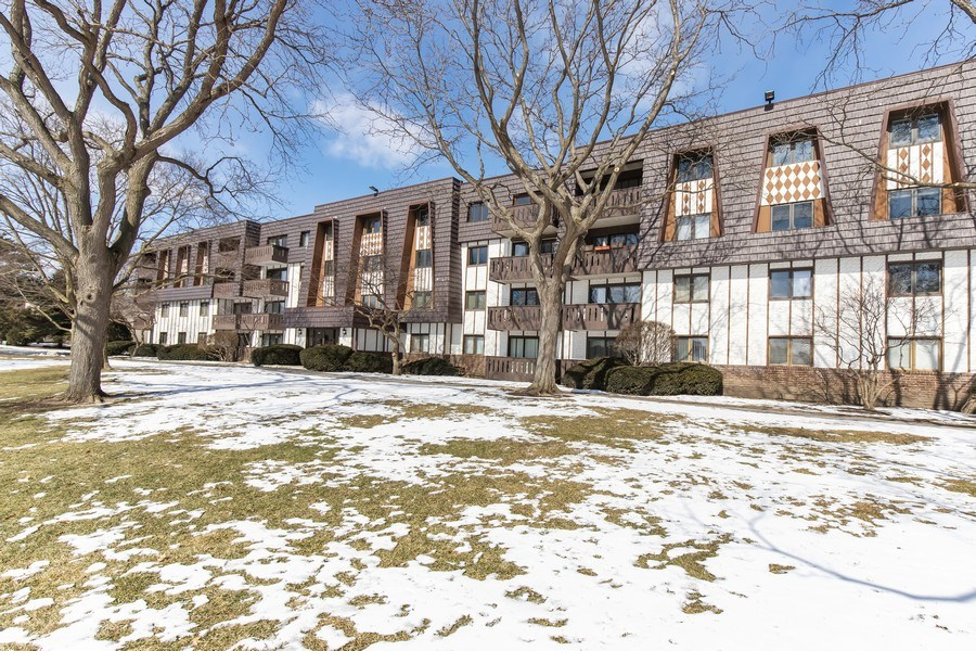Real Estate Photography - 13200 W. Heiden Circle #2102, Lake Bluff, IL, 60044 - Front View