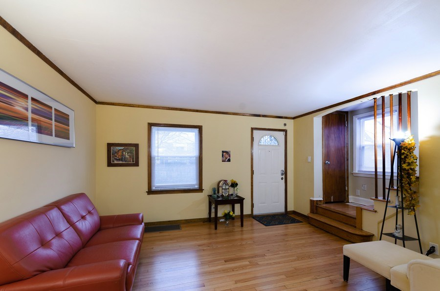 Real Estate Photography - 9830 S Yates Blvd, Chicago, IL, 60617 - Living Room