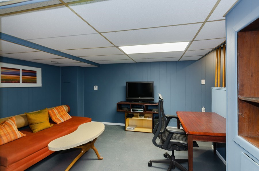 Real Estate Photography - 9830 S Yates Blvd, Chicago, IL, 60617 - Lower Level