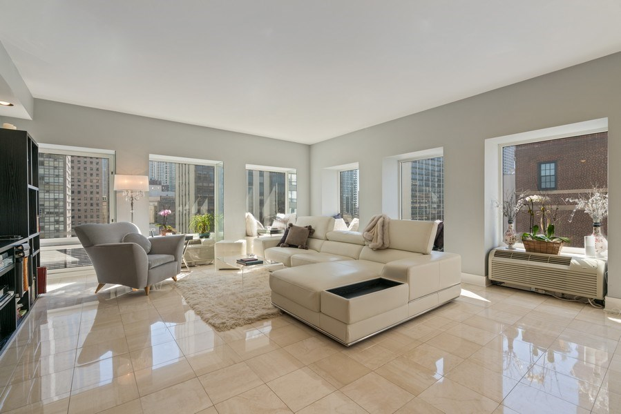 Real Estate Photography - 1100 N Lake Shore Dr, 13C, Chicago, IL, 60611 - Living Room