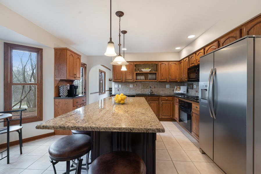 Real Estate Photography - 1005 Wild Rose Springs Dr, Saint Charles, IL, 60174 - Kitchen