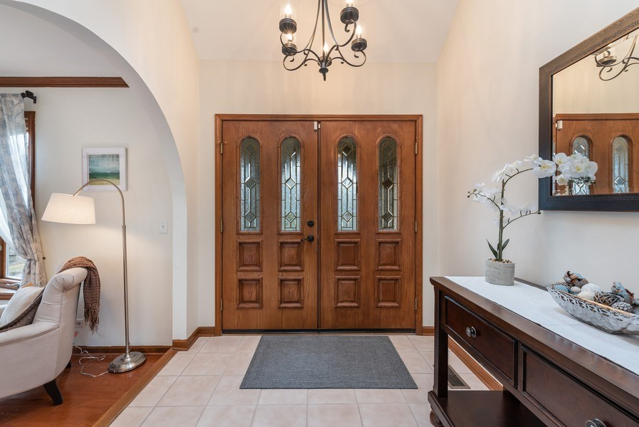 Real Estate Photography - 1005 Wild Rose Springs Dr, Saint Charles, IL, 60174 - Entryway