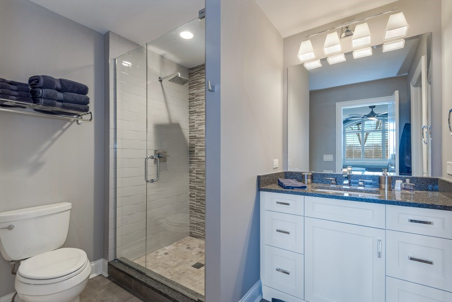 Real Estate Photography - 5 Wescott Lane, South Barrington, IL, 60010 - 3rd Bathroom