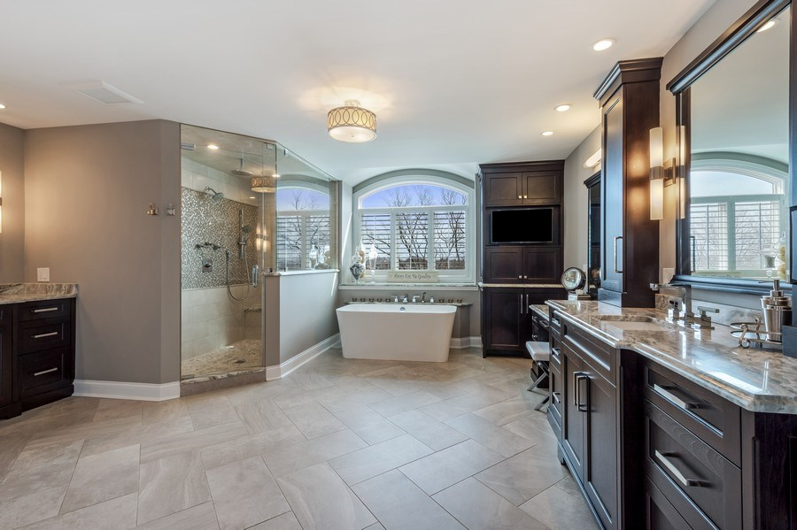 Real Estate Photography - 5 Wescott Lane, South Barrington, IL, 60010 - Master Bathroom