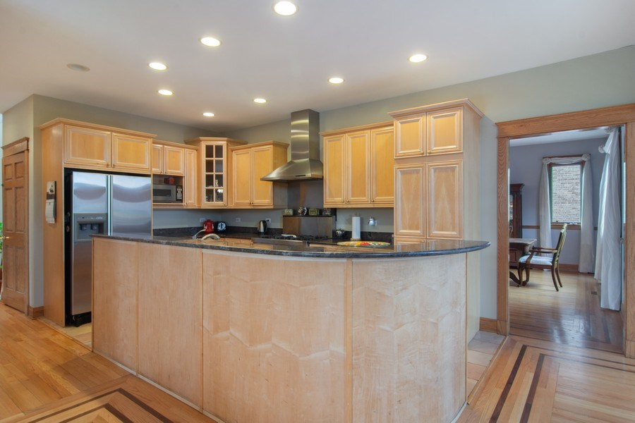 Real Estate Photography - 1001 Wildwood, Mt Prospect, IL, 60056 - Kitchen
