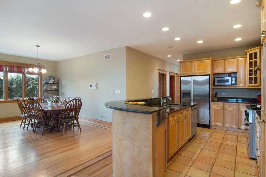 Real Estate Photography - 1001 Wildwood, Mt Prospect, IL, 60056 - Kitchen / Breakfast Room