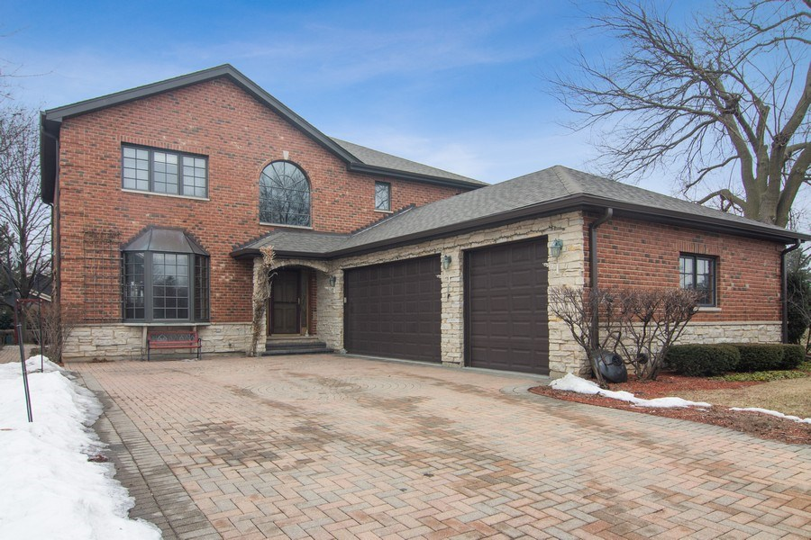 Real Estate Photography - 1001 Wildwood, Mt Prospect, IL, 60056 - 3+ Attached Garage - Paver Driveway