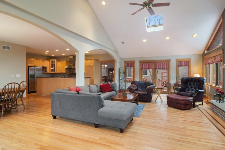 Real Estate Photography - 1001 Wildwood, Mt Prospect, IL, 60056 - Family Room / Kitchen