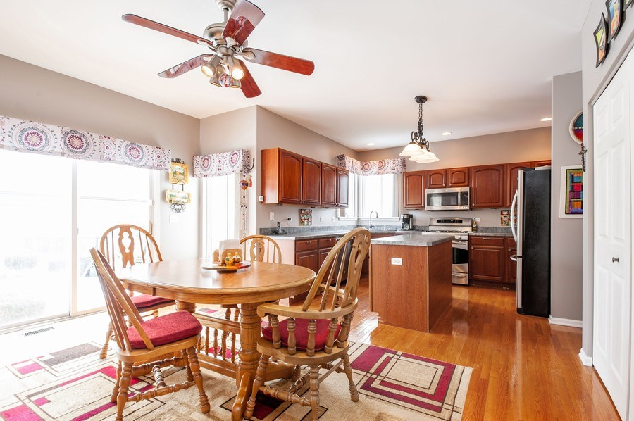 Real Estate Photography - 39073 N Ogden Ln, Beach Park, IL, 60083 - Kitchen / Breakfast Room