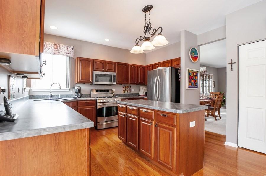 Real Estate Photography - 39073 N Ogden Ln, Beach Park, IL, 60083 - Kitchen