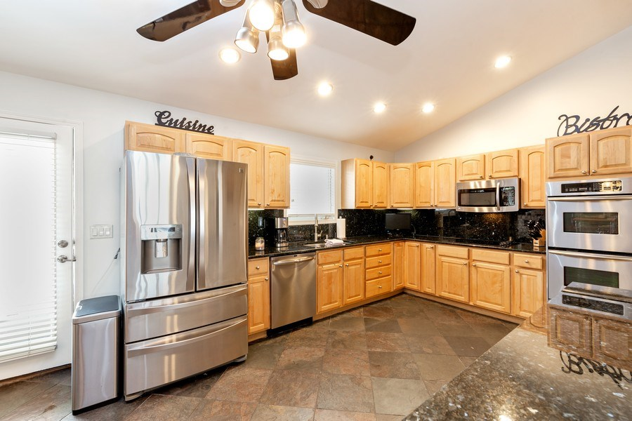 Real Estate Photography - 832 Cambridge Row, Addison, IL, 60101 - Kitchen